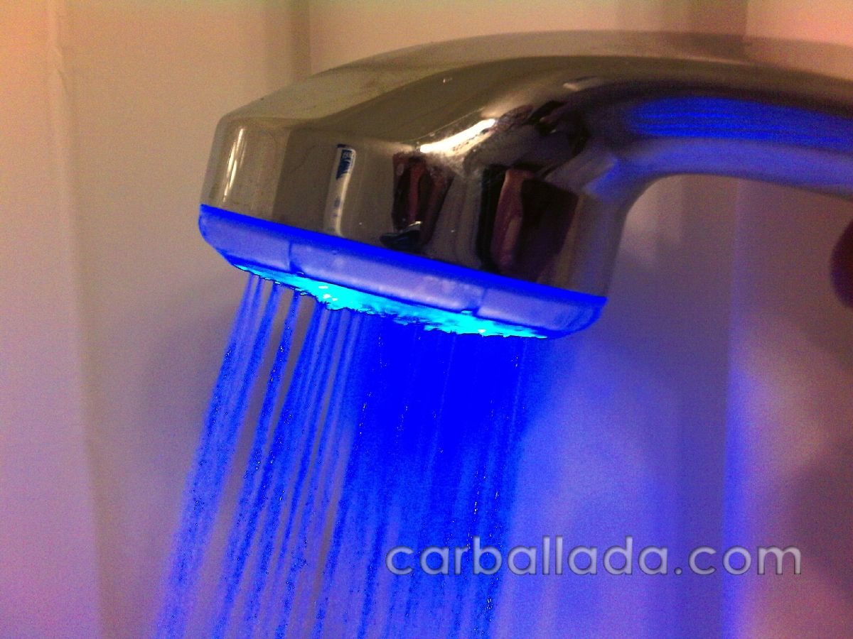 Ducha con luz led carballada for Led para ducha